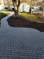Beautiful completed Courtstone sidewalk, for visual depth, the homeowner chose a color blend of Dawn Mist and Pebble Taupe.